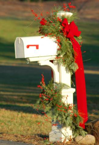 Christmas Decorating Ideas: Decorate the Mailbox