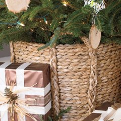 Christmas Decorating Ideas: Place The Tree On The Basket: