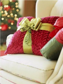 Christmas Decorating Ideas: Wrap Up the Pillows