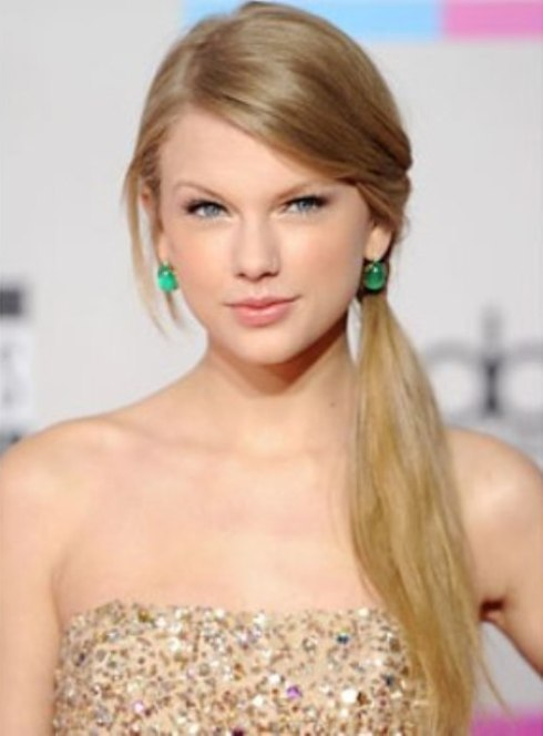 Taylor Swift's Casual Side Ponytail