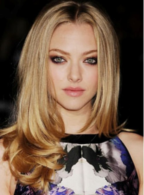 Amanda Seyfried's Curled-Under Locks