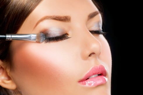 Blending Is The Key For Prefect Smokey Eyes