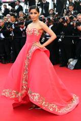 Cannes Best Dressed- Freida Pinto in Oscar de la Renta