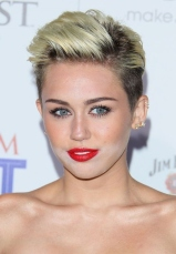 Miley Cyrus & Her Two Toned Face