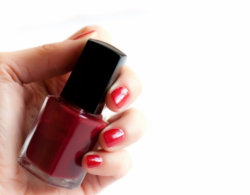 Shaking The Nail-Polish Bottle - Manicure Mistake (640x499)
